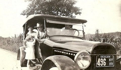 1919-family car, Dorothy (3yrs) on running board.jpg