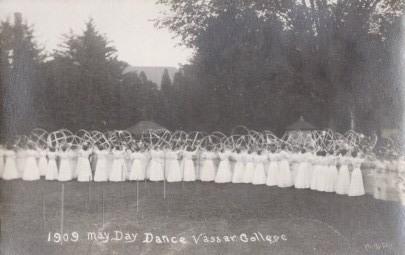 Vassar02f-maydaydance.jpg