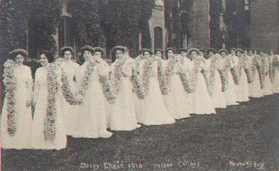 Vassar09f-DaisyChain(1910).jpg