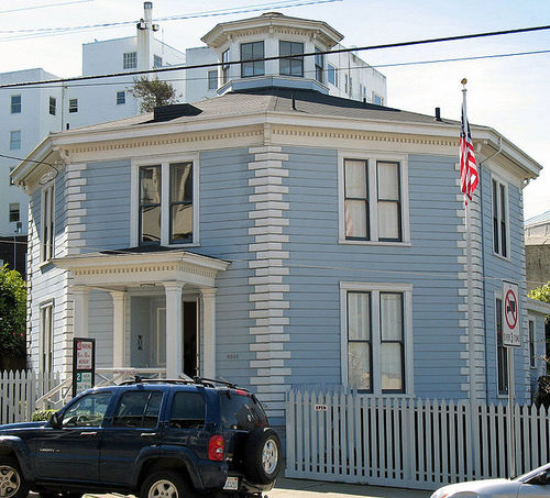 661px-McElroy_Octagon_House_%28San_Francisco%29_2.jpg